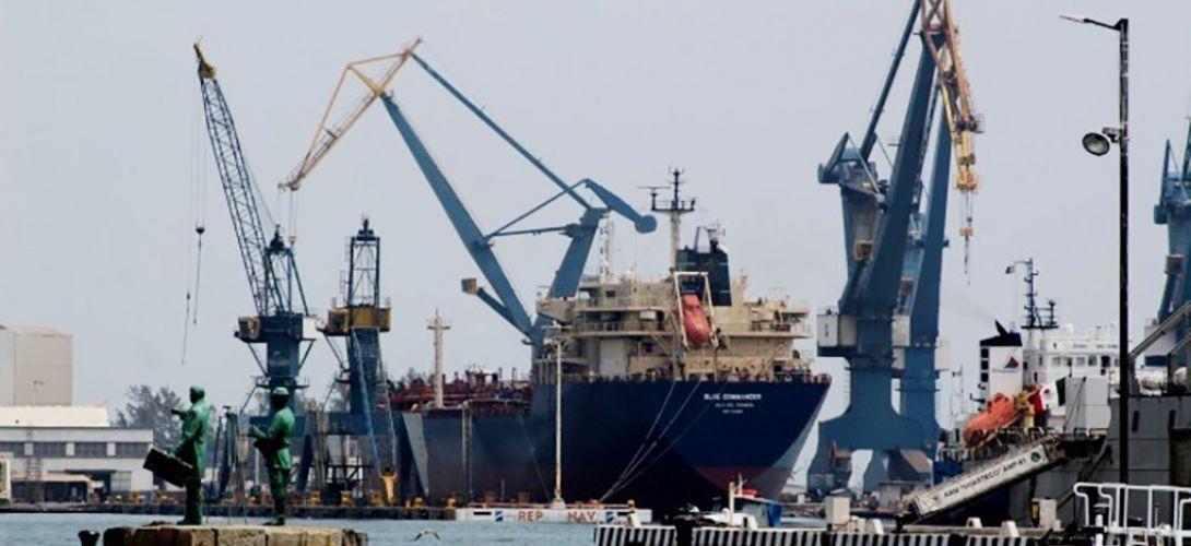 Marina toma control de los puertos de Veracruz y Tuxpan