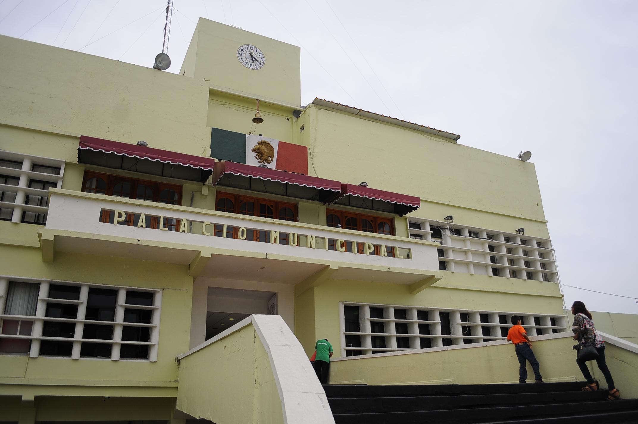 Ayuntamiento de Coatzacoalcos deja sin trabajo a 70 personas